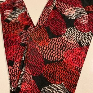 Hearts Lularoe Leggings OS EUC
